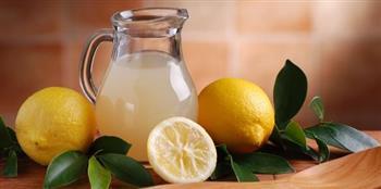 مع تغير الفصول.. 4 فوائد جديدة لعصير الليمون المغلي