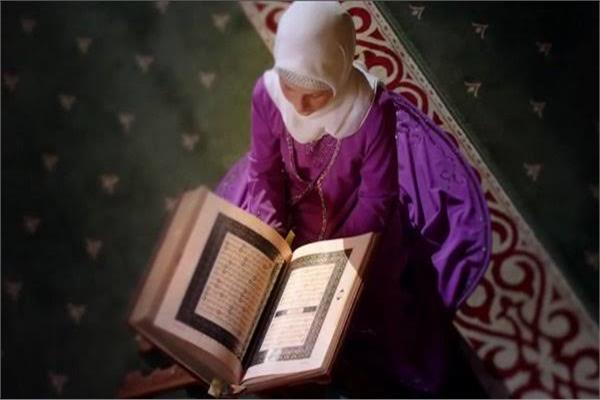 هل قراءة القرآن للمرأة دون حجاب حرام؟.. الإفتاء توضح
