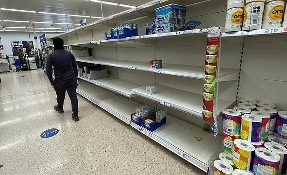 سخرية فى إنجلترا بسبب استخدام الصور بدلا من الخضروات الحقيقية في الـ«سوبر ماركت»
