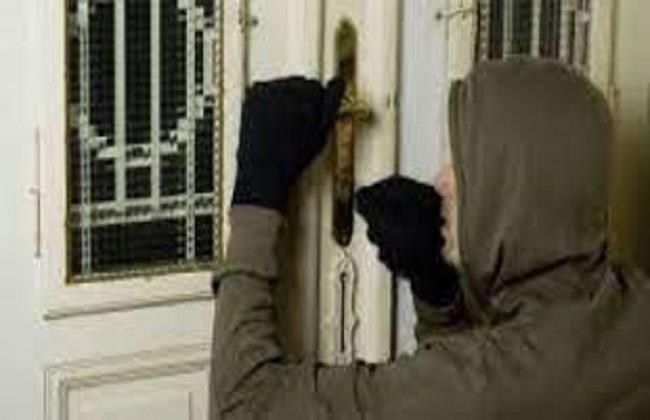 حبس عاطل بتهمة سرقة محتويات الشقق السكنية فى حلوان