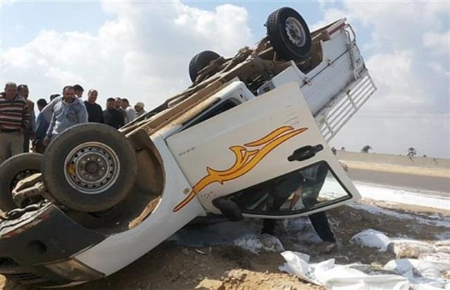 إصابة 7 عمال إثر انقلاب سيارة ربع نقل على الطريق الصحراوي بأطفيح