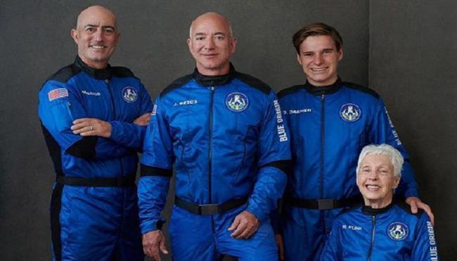 الملياردير جيف بيزوس يحقق حلمه بالصعود إلى الفضاء