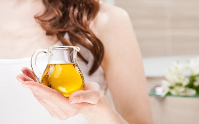 علاجات طبيعية للتخلص من قشرة الشعر نهائيًا.. وهذه طريقتها