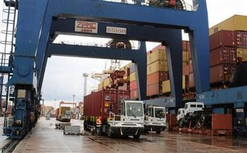 انتظام حركتي الملاحة والتداول بميناء الإسكندرية