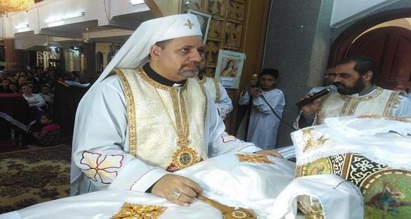 الأنبا بشارة يترأس الإلهي من كنيسة منهري بالمنيا
