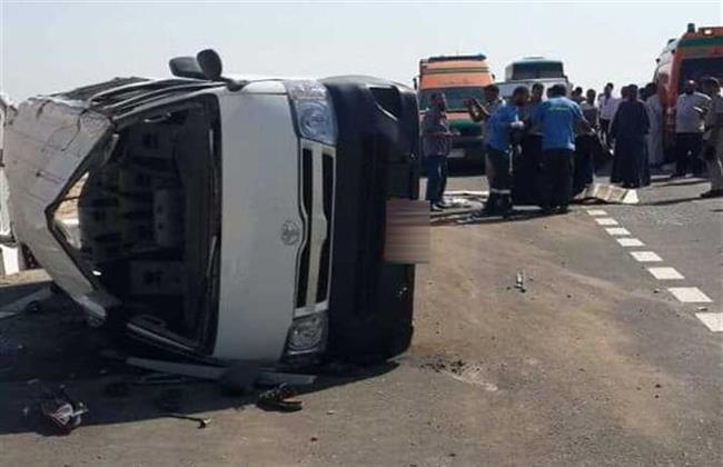 إصابة ١٦ شخصًا إثر انقلاب سيارة ميكروباص بأسيوط