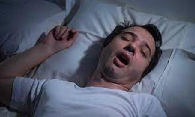 3 أسباب كارثية وراء الكلام أثناء نومك.. تعرف عليها