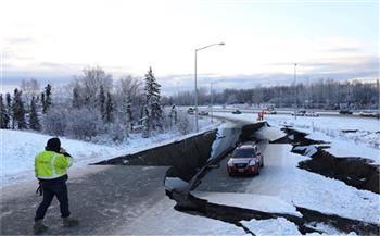 سيدة توثق لحظة حدوث زلزال ألاسكا بمنزلها (فيديو)