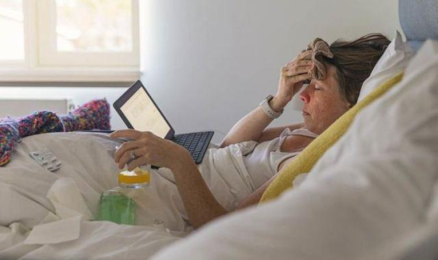 دراسة: أعراض كورونا  تختلف حسب السن والجنس