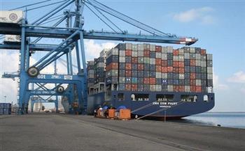 تداول 23 سفينة حاويات وبضائع عامة بميناء دمياط