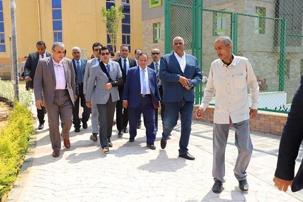 وزير الرياضة يتفقد نادي الجمارك بالتجمع