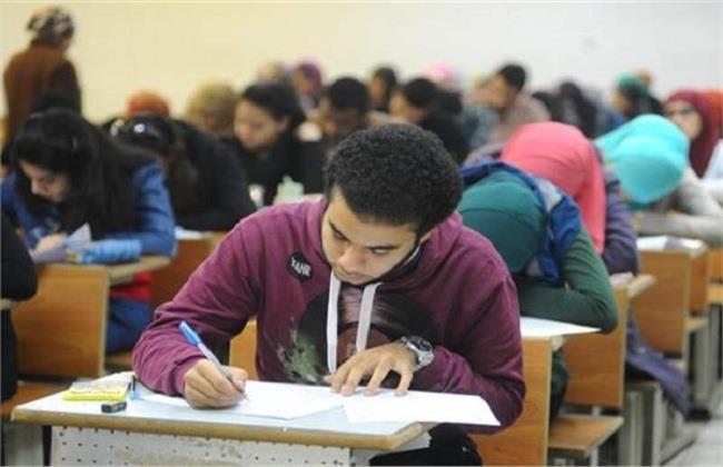 «التعليم» ترصد حالتي غش بامتحان الثانوية اليوم