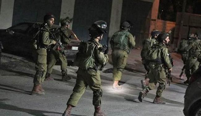 اعتقال 4 فلسطينيين بعد اعتداء جيش الاحتلال الإسرائيلي والمستوطنين عليهم في الخليل