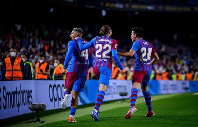 كوتينيو وديباى يقودان تشكيل برشلونة المتوقع أمام قادش بالدوري الإسباني